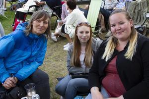 Ingrid Ovanfors, Anna Granath och Victoria Ovanfors Walle var på plats en timme innan showen.