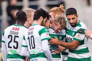 VSK firar Emil Skoghs 1-0-mål. Foto: Kenta Jönsson / BILDBYRÅN