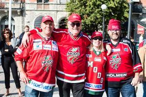 Pekka Backman, Per-Åke Nordquist, Erika Jonsson och Sven-Olov Sandin var bland de många Modo-supportrarna på plats i Sundsvall.