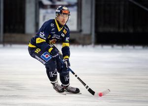 Falu BS Daniel Bäck gjorde en storartad insats på sin djupa mittfältsposition.