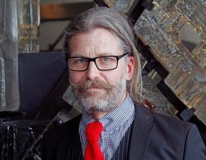 Magnus Edström (MP) lämnar politiken och flyttar till Linköping, där han har en ny kärlek.