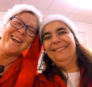 Åsa Norlén och Sabrina Alexandersson håller tomtetraditionen vid liv. I år tomtade de och resten av gänget den 21 december.