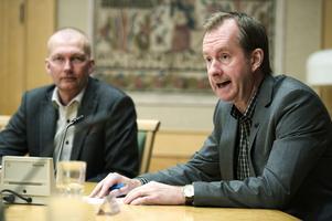 Landstingets ekonomidirektör, Peter Hansson, ser ett behov av en ny sparplan – på 250 miljoner.