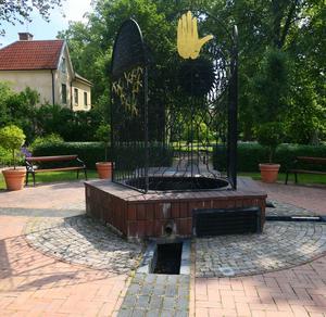 Fontänen är skapad av konstnären Acke Oldenburg och keramikern Åsa Ormell.