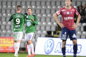 Tommy Thelin grattar Fredrik Olsson efter att han har kvitterat till 2-2 på tilläggstid.