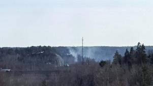 Röken syntes över närområdet från den relativt sett lilla gräsbranden.