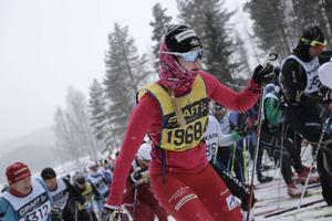 Lotten Sjödén, Älvdalens IF SK, i inledningen av loppet. Sjödén slutade 29:a i damklassen och åkte på 5.38.57.