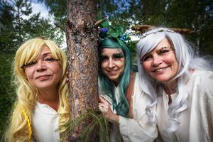 Ellinor Jonsson, Kristina Hellberg och Maria Wennberg som älvorna Senapskorn, Ärtblomma och Spindelväv.