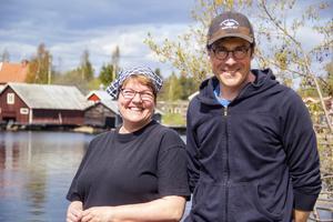 Elenor Svensson och Dennis Westlund håller till längst ut på udden i Skärså och driver tillsammans Skärså rökeri.