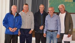 DM-tvåorna från Östersund 1. Från vänster: Sölve Staaf, Kent Staaf och Lasse Hult, samt prisutdelarna Anders Granbom och Arne Nilsson. Foto: Sölve Madsén