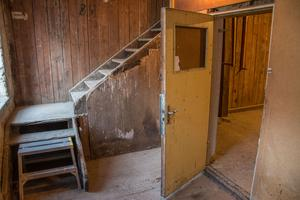 De gamla knarriga och nötta trapporna finns fortfarande i det gamla Tegelmagasinet.