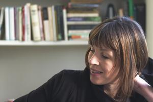 """Rachel Cusk är född 1967 i Kanada, men är sedan länge bosatt i England. Hon har skrivit ett antal hyllade romaner och essäer, men fick sitt stora internationella genombrott med """"Konturer"""". Den är den första i en trilogi, där även romanerna """"Transit"""" och """"Kudos"""" ingår. Foto: Siemon Scammell"""