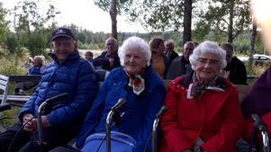 Kjell, Ellen och Britt kom för att lyssna till Ramzel. Foto: Privat