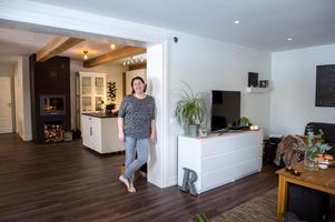 Öppningen mellan kök och vardagsrum är den stora entrén in till logen som den såg ut innan det blev ett bostadshus.