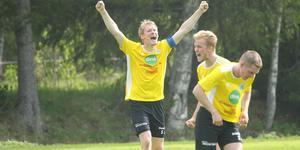 Martin Elffors jublar efter Söderhamns 1–0-seger borta mot Alsen.