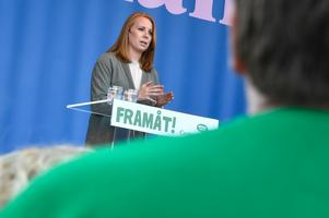 Centerpartiets ledare Annie Lööf (S) talar på Spånga IP under Järvaveckan. Foto: Claudio Bresciani/TT