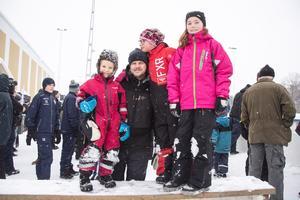 Harry, Håkan och Lilly Gunnarsson, med kompisen Maja Hill.