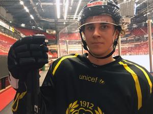 Adam Deutsch spelar mot Frölunda.