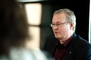 Mikael Rosén medger att et förekommit diskussioner om hur den framtida skolnämnden ska se ut.