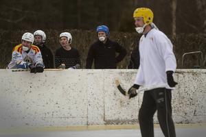 Stefan Skeppar, Isak Olsson, Alex Mårtensson och Mårten Magnusson höll ställningarna på avbytarbänken och följde Magnus Eriksson och de övriga spelarna.