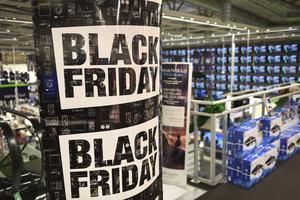 Black friday infaller i år 29 november. Det är USA:s stora shopping- och readag som sedan några år även används av handen i Sverige. Foto: Henrik Montgomery / TT