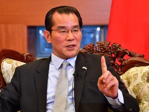 Kinas ambassadör Gui Congyou hotade med konsekvenser för Sverige om ledande politiker deltog vid prisutdelningen av Svenska PEN:s Tucholskypris till den fängslade förläggaren Gui Minhai. Foto: Jonas Ekströmer/TT
