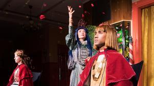 Syftet med pjäsen är att få de yngre generationerna att landa i reflektion om sin roll i en föränderlig värld. Fotograf: Per Eriksson