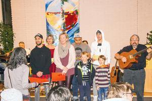 Lärcentrums kör stod för den musikaliska underhållningen.