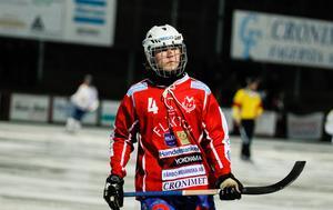 Efter att ha tittat på bandy på annandagen under alla sina år är det nu dags för Filip Backström att spela själv.