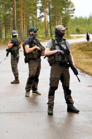 De flesta deltagarna är killar, från 18–64 – och  airsoft-vapen är ett vanligt förekommande inslag i lajvet.