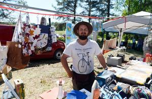 Oscar Tjernberg från Matfors sålde allt från väskor till pyssel.