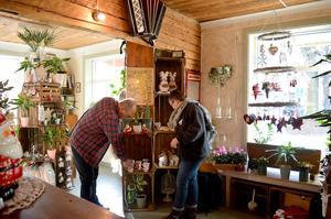John och Annet Reijntjes är färdiga med det mesta i nya butiken.