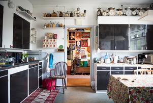 Några av rummen är lite mer sparsmakade. Det är där Anders och Lena bor.