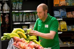 Butiksmiljön har blivit bättre såväl för kunder som personalen, menar Erik Lundberg.