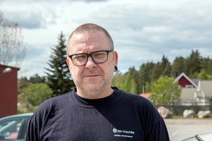 Johan Andersson från Surahammar tror att många, inte minst västeråsare, kan vara intresserade av att bo vid Långsjön.