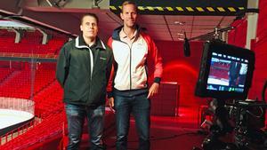 Pasi Hiirikoski, VLT Sport/Hockeypuls, blev intervjuad av Jeremy McElhanney, Sportsnet/Hockey Night in Canada, i samband med bevakningen av Patrik Berglunds ispremiär.