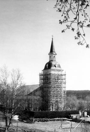 Kyrkan ser ut att renoveras på denna bild. Årtalet även här okänt.