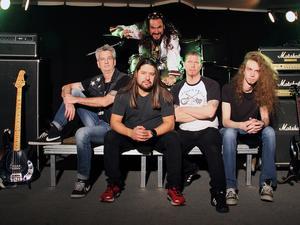 Ända från Stockholm kommer hårdrocksbandet Superposer Wannabe.