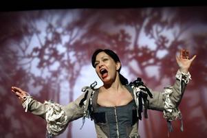 """Skönsång. Marie Skönblom i """" Figaros Bröllop""""."""