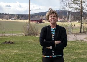 Monika Lindgren i Torsåker har försökt få fiber av fyra bolag på tre år.