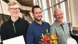 Eleven Kalle Andrén, miljöombudet Johan Göransson och verksamhetschef Ola Lundmark på Tenhults naturbruksgymnasium var på plats på Kulturhuset Spira och tog emot Klimatpriset 2019.