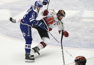 Martin Karlsson, Leksand, och Örebros Nicklas Grossmann i en kamp.
