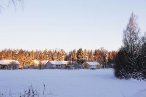 Bakom de här husen, nära riksväg 60, norr om Horndal är det tänkt att byggas en stor serverhall.