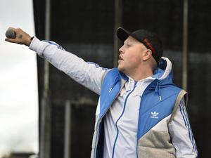 Den våldsbejakande rap-gruppen Kartellen med frontfiguren Sebbe Stakset är åter välkomna till Peace & Love-festivalen i Borlänge.