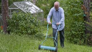 Skylt. Grannsamverkan har visat sig mest effektivt för att förhindra inbrott. Hjälp varandra att klippa gräset. Då verkar det som om någon är hemma i huset och tjuven hoppar förhoppningsvis över just ditt hus.
