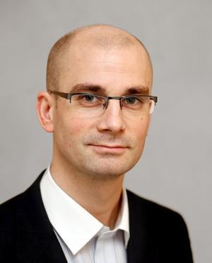 Kommunalrådet Rasmus Persson tycker att tjejboendet fungerar bra.