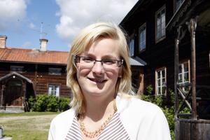 Sommaren 2008 startade Evelina Envall, äldst i systerskaran, café och guidade visningar av Hälsingegården Bommars. I år har hon utvidgat verksamheten till betydligt fler aktiviteter.