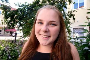 18-åriga Gina Bäck visste hur hon skulle bete sig när hon såg hur en kille på gatan fick ett epilepsianfall.