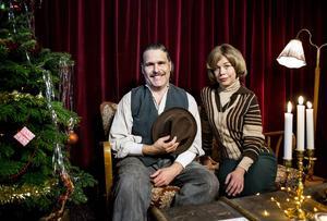Erik Haag och Lotta Lundgren följer med barnens resa genom århundradena i årets julkalender Tusen år till julafton.