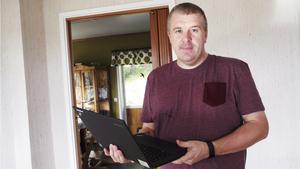 Nico Ulenaers berättar att han blivit lovad att Telias bredband skulle fungera samma dag som fibern kopplades in i huset.